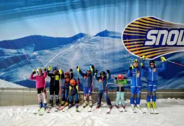 Nachwuchs Skirennteam beim Training in der Skihalle
